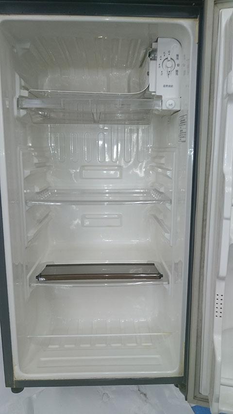 便利屋仙台 冷蔵庫の汚れを落とす