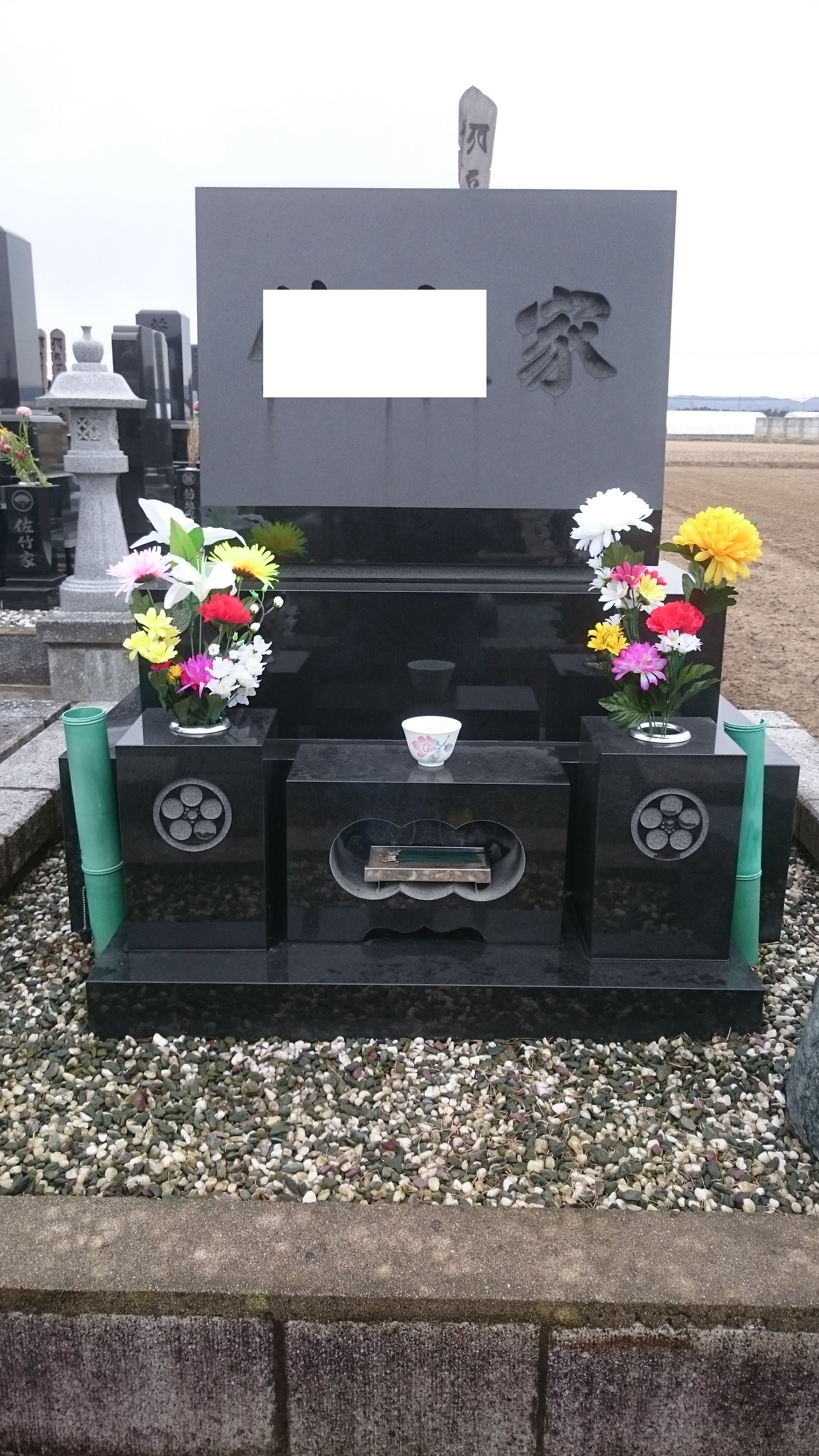 供花と洗浄した墓石