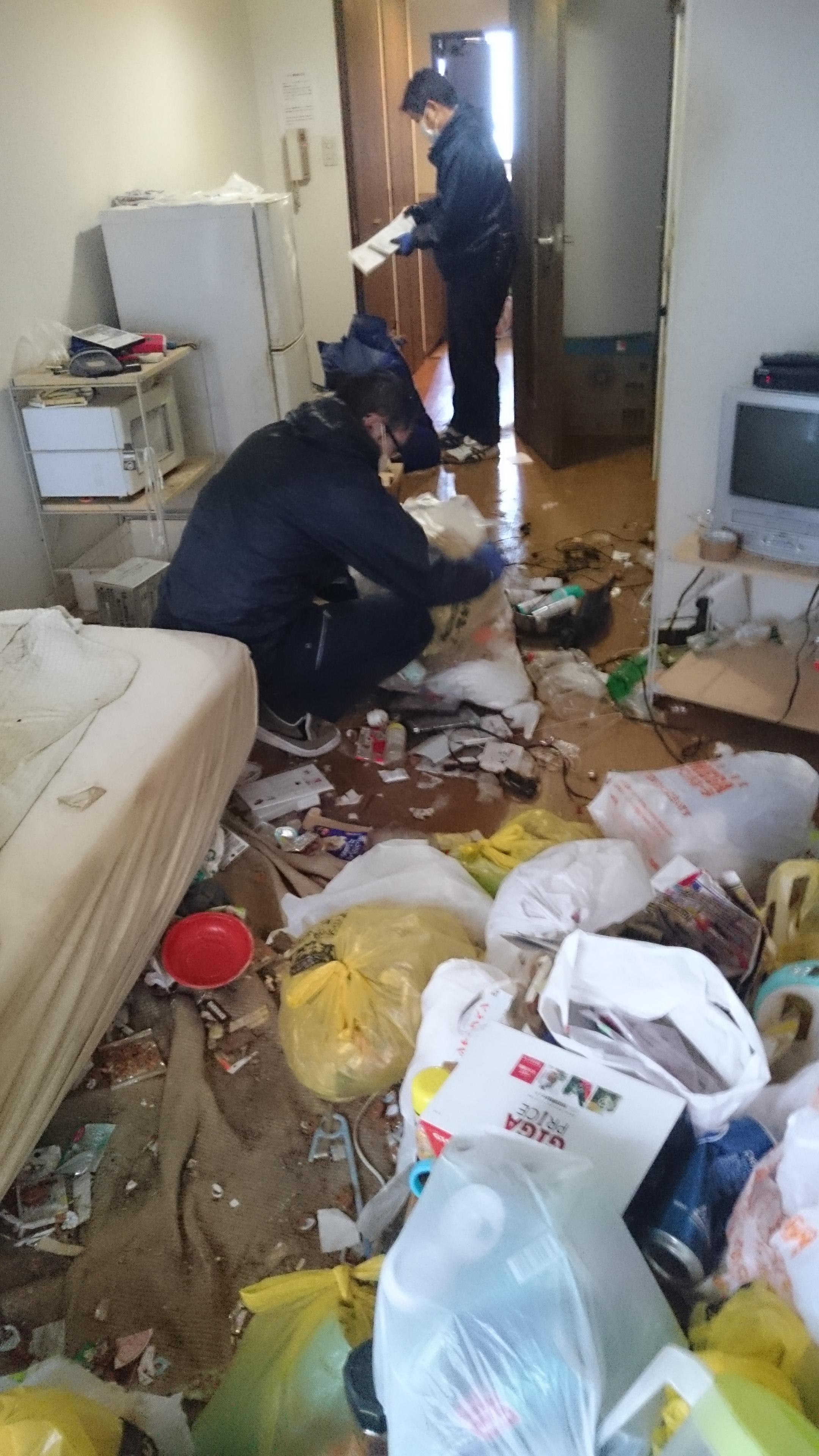 不用品と汚部屋