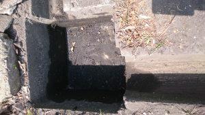 堆積物を取り除いた汚水桝