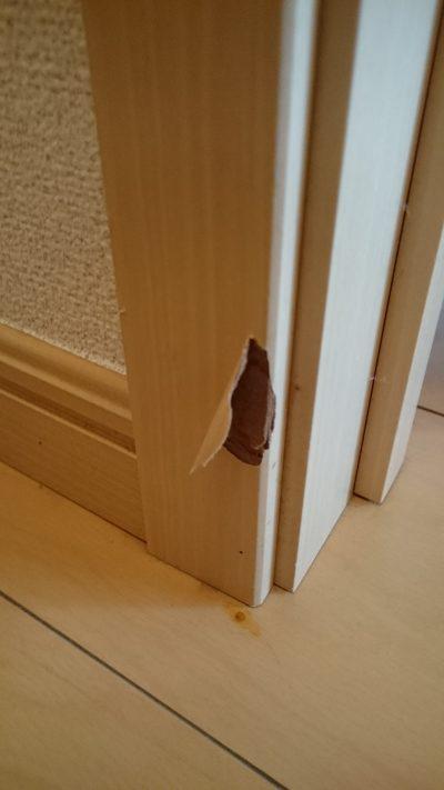 ドアの補修前
